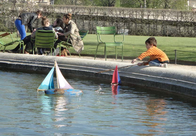 paris pond boats